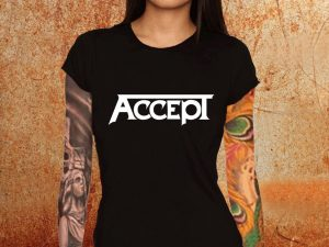 Camiseta feminina baby look Accept preta Estamparia Rock na Veia