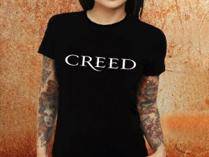 Camiseta feminina baby look Creed preta Estamparia Rock na Veia